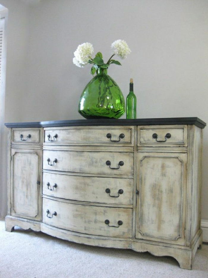 meuble-d-appoint-commode-en-bois-blanc-fleurs-blancs-meuble-en-bois-vintage