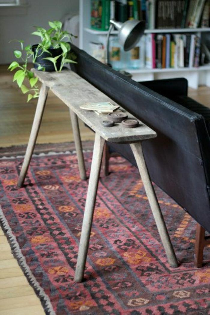 meuble-d-appoint-commode-en-bois-dans-le-salon-plante-verte