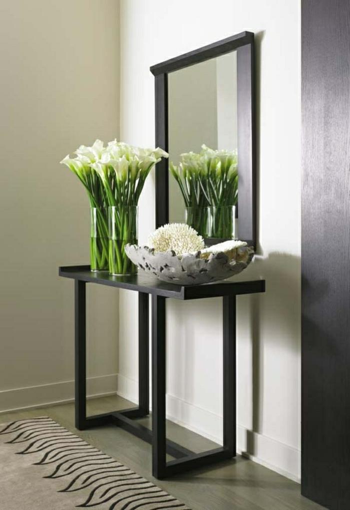 meuble-d-entrée-en-bois-gris-fleurs-blanc-miroir-sol-en-lin-tapis-murs-blancs