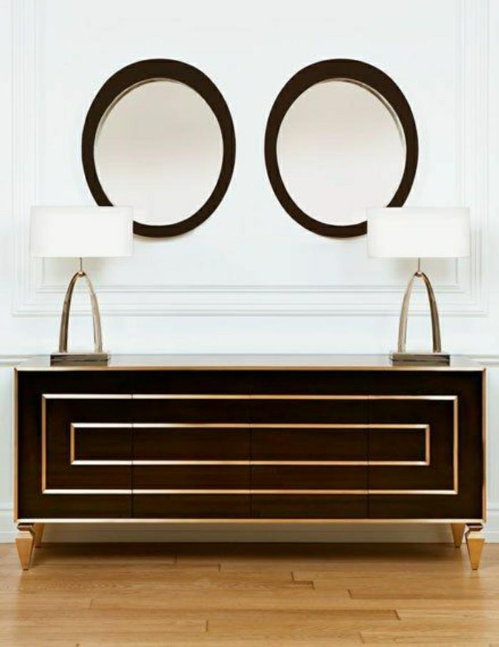 meuble-d-entrée-en-bois-noir-marron-lampe-blanche-sol-en-parquet-lampe-décorative