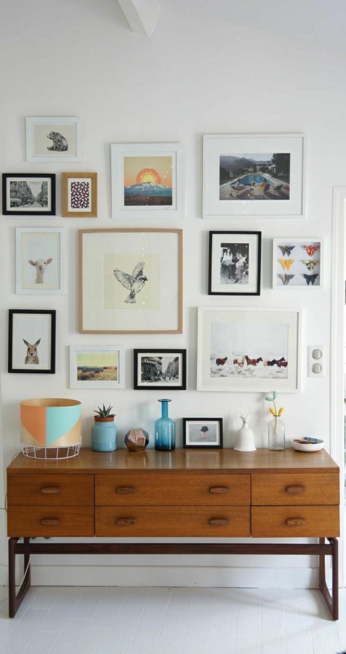 meuble-d-entrée-en-bois-peintures-murales-sol-carrelage-blanc-aménagement