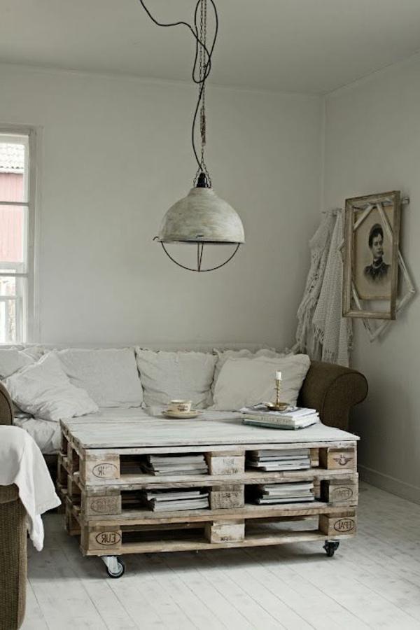 meuble-en-palette-salon-confortable-canapé-beige-intérieur-classique