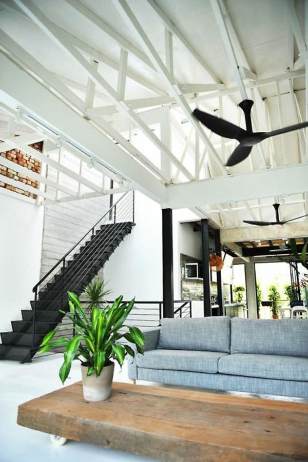 meuble-en-palette-salon-confortable-canapé-gris-fleurs-verts