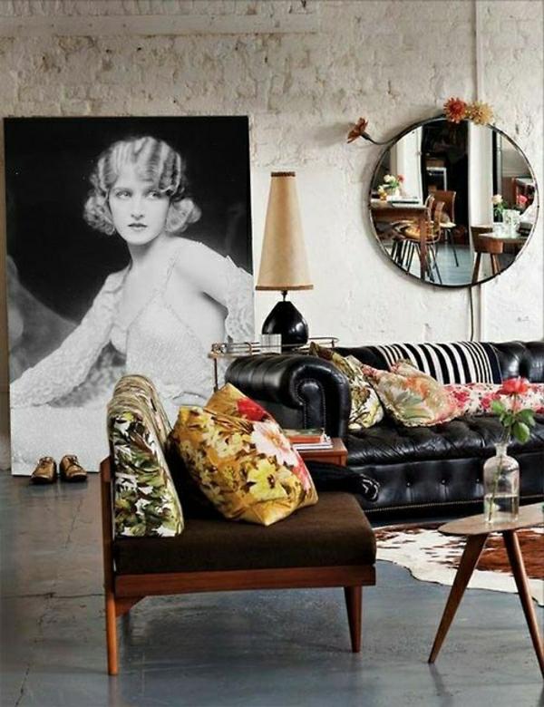 meuble-industriel-salon-salle-de-séjour-canapé-en-cuir-noir-coussins-colorés-miroir