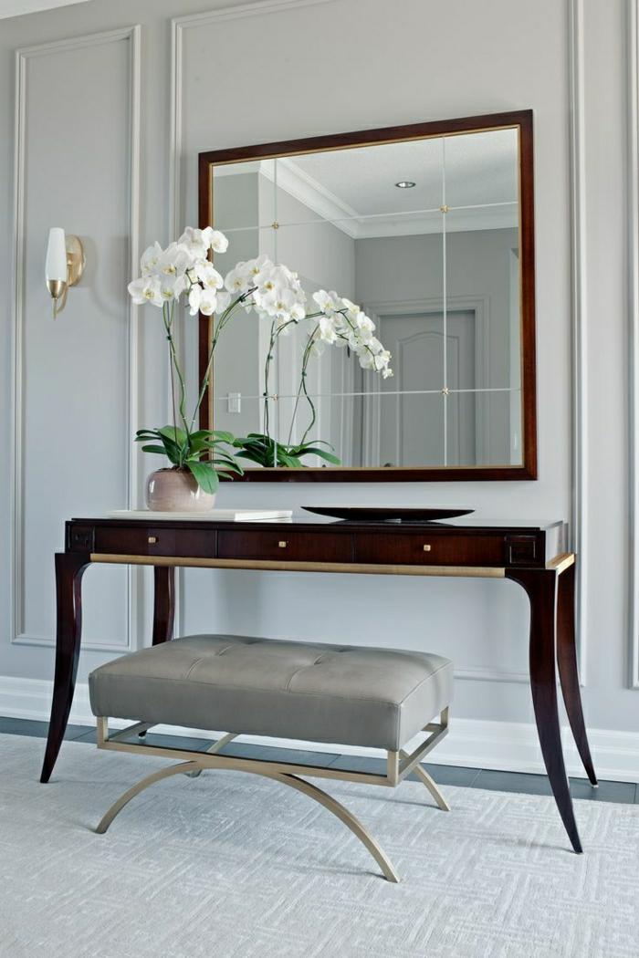 meubles-d-appoint-miroir-fleur-blanc-élégant-idée-petit-tabouret-en-cuir-gris