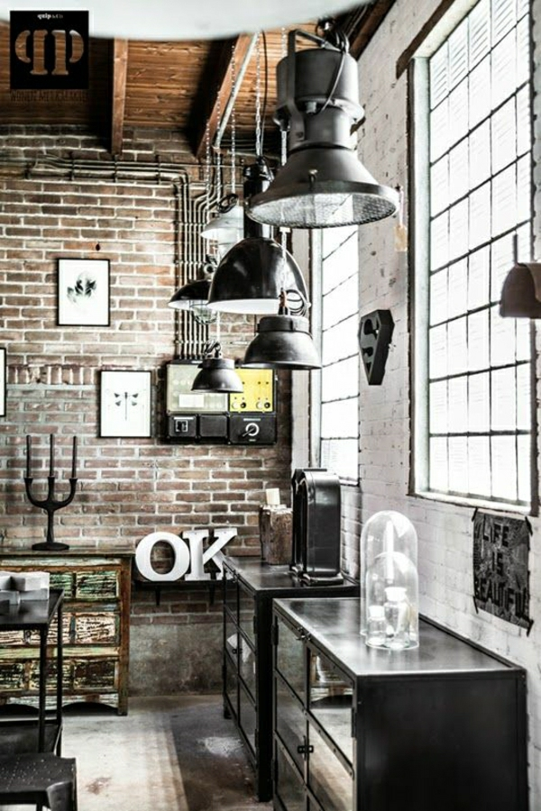 meubles-en-fer-meuble-industriel-lampe-industrielle-fenetre-grande-meuble-en-fer