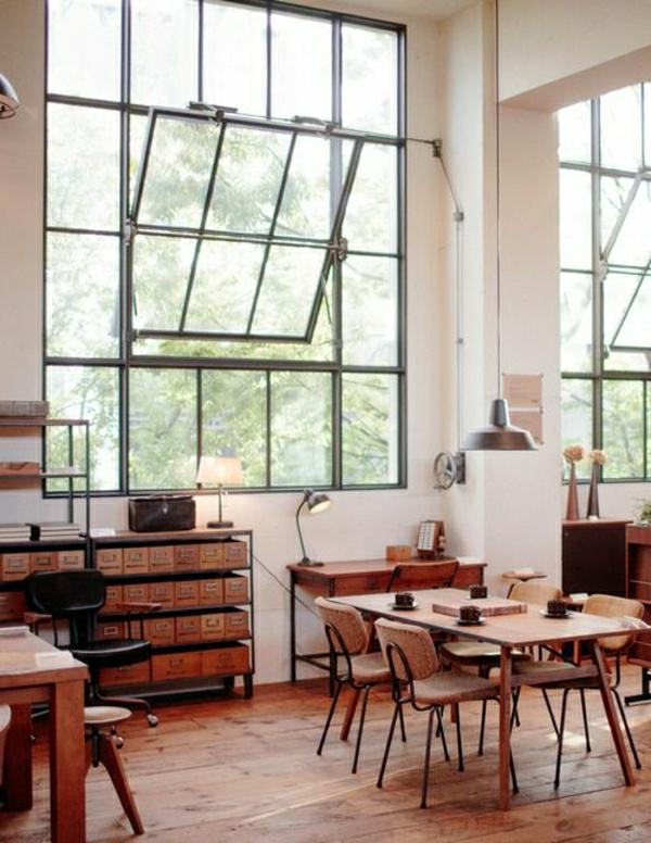 meubles-industriels-ambiance-moderne-sol-en-parquet-fleurs-fenetre-grande