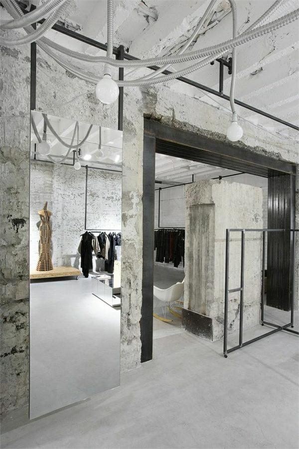 meubles-industriels-chambre-en-gris-murs-industriels-chaises-berçantes
