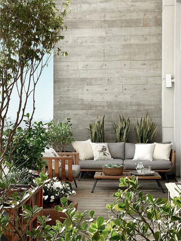 ... moderne de votre jardin avec table basse avec palette, arbres verts