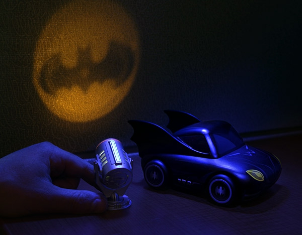 mini-batman-bat-signal-Fete-cadeau-geek-idee-originale