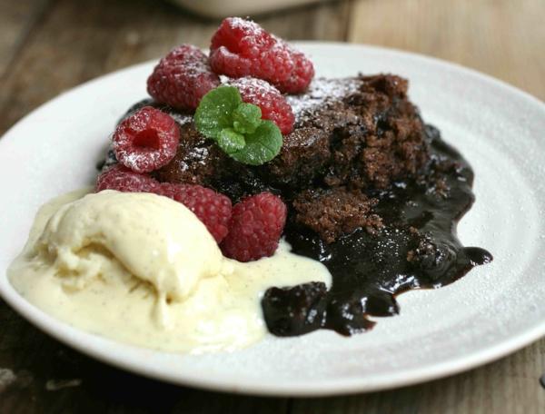 moelleux-au-chocolat-fondant-noir-et-framboises