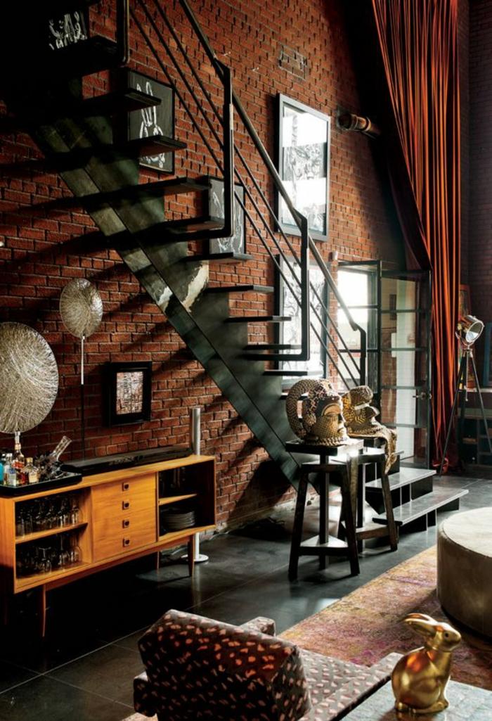 mur-en-brique-escalier-loft-en-fer-espace-industriel