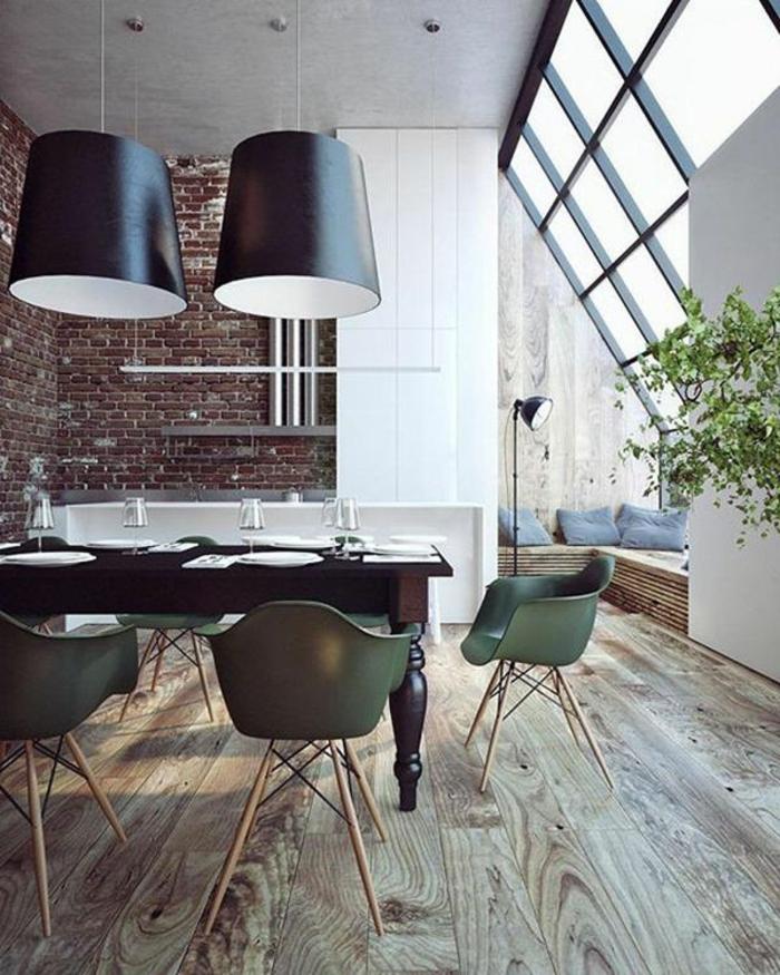 mur-en-brique-plancher-magnifique-chaises-vertes-scandinaves