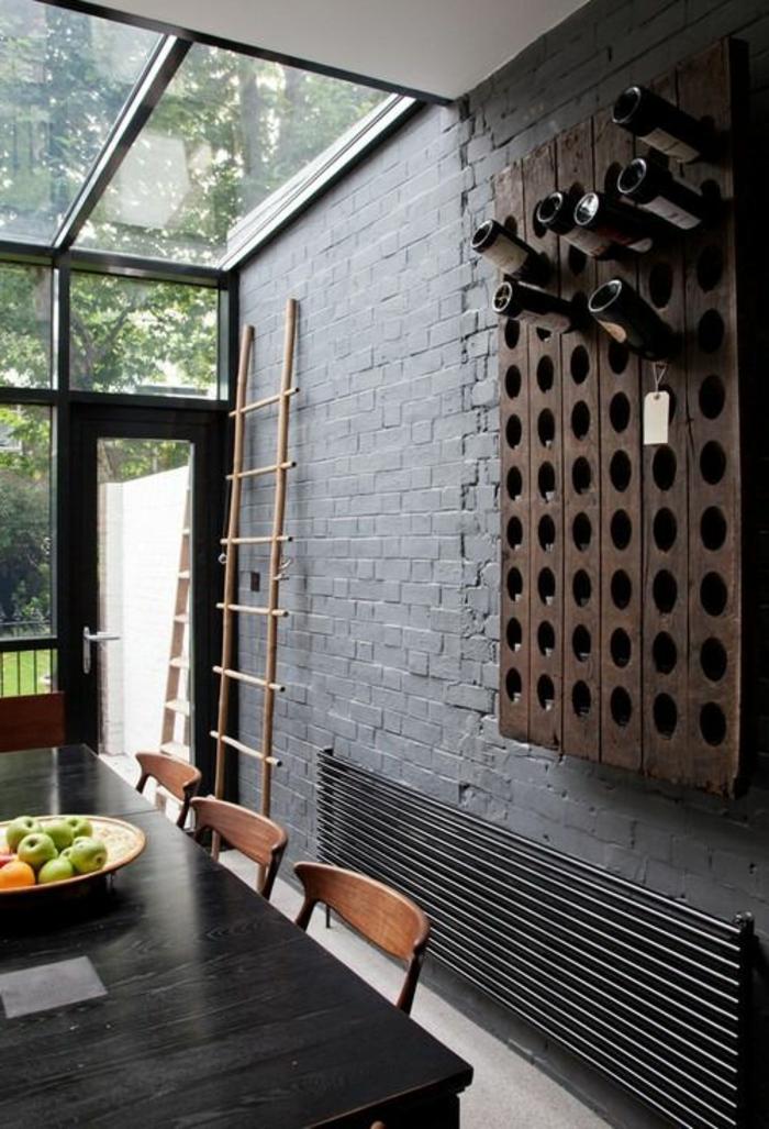 Le mur en brique d cors spectaculaires - Range bouteille en brique ...