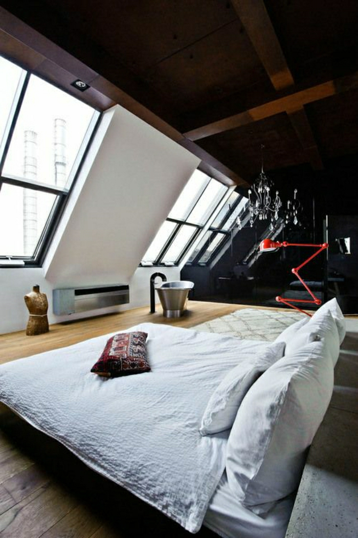 mur-sous-pente-ateliers-et-lofts-loft-paris-atypique-sol-en-parquet-lit-chambre-a-coucher