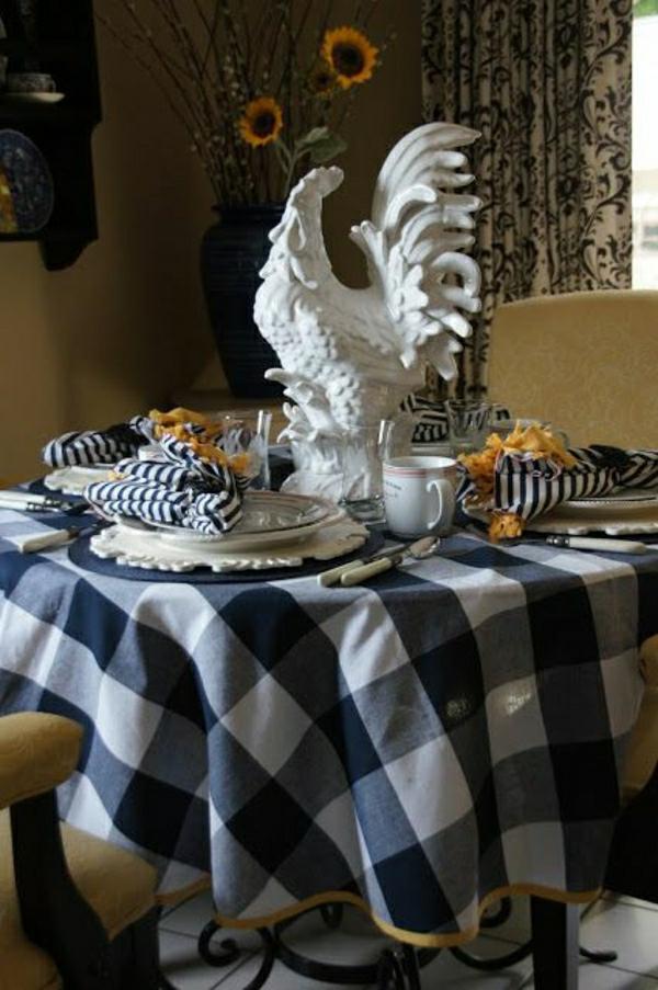 nappe-aux-carreaux-blanc-bleu-coq-sclupture-pour-la-table-set-de-table