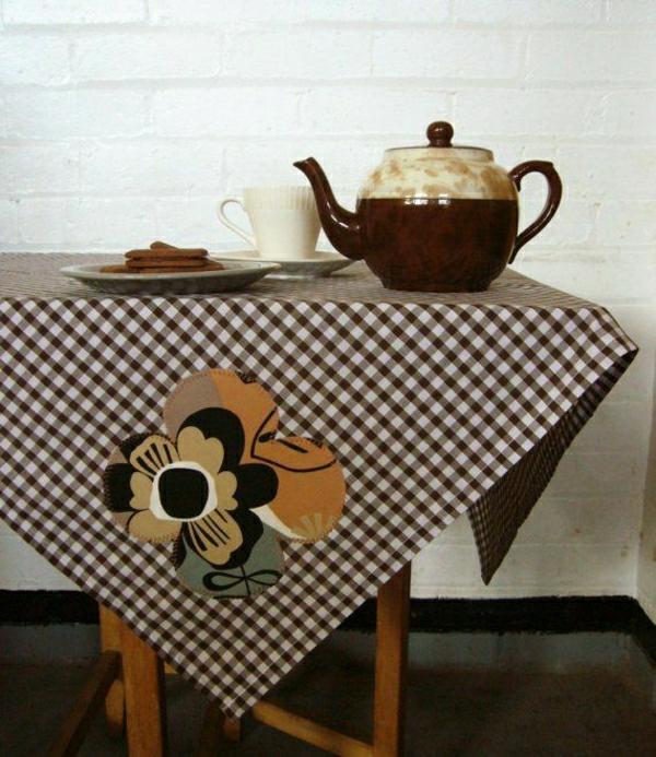 nappe-aux-carreaux-brun-beige-décoration-de-table-café-biscuit