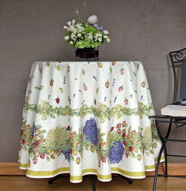 nappe-coloré-de-table-ronde-nappe-ronde-fleurs-décoration-de-table