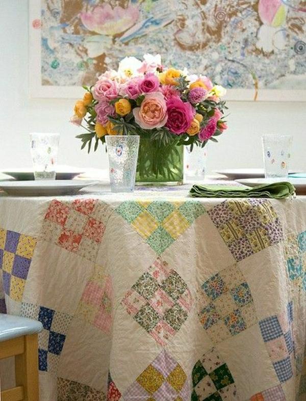 101 id es pour la nappe de table un accessoire indispensable. Black Bedroom Furniture Sets. Home Design Ideas