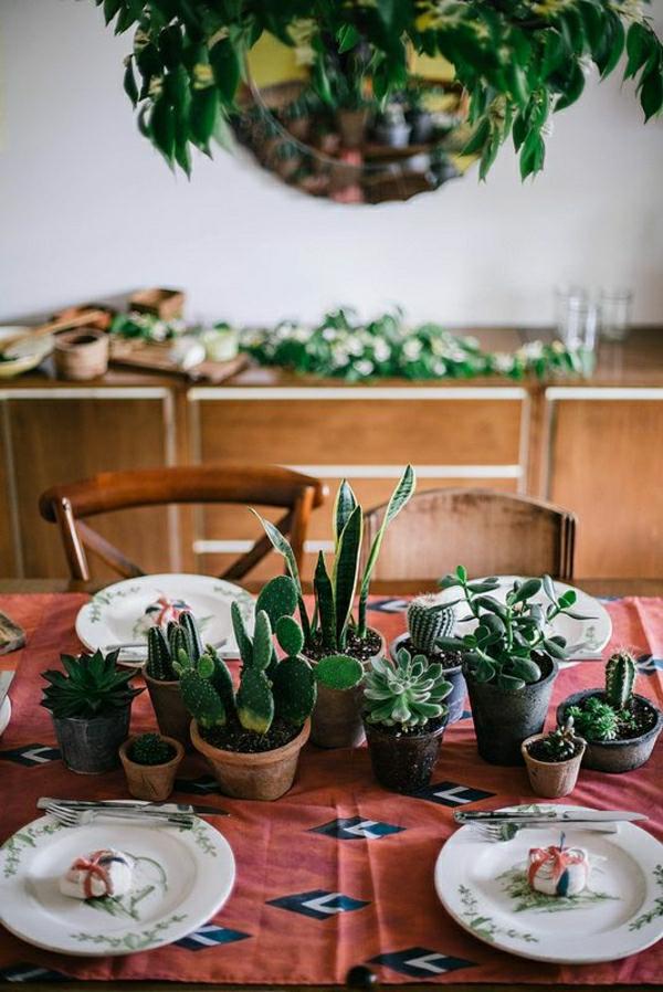 nappe-de-table-rouge-set-de-table-élégant-plantes-vertes