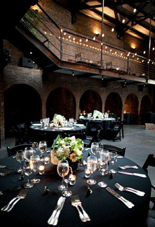 nappe-noire-élégante-set-de-table-élégant-décoration-de-table-mariage-occasion