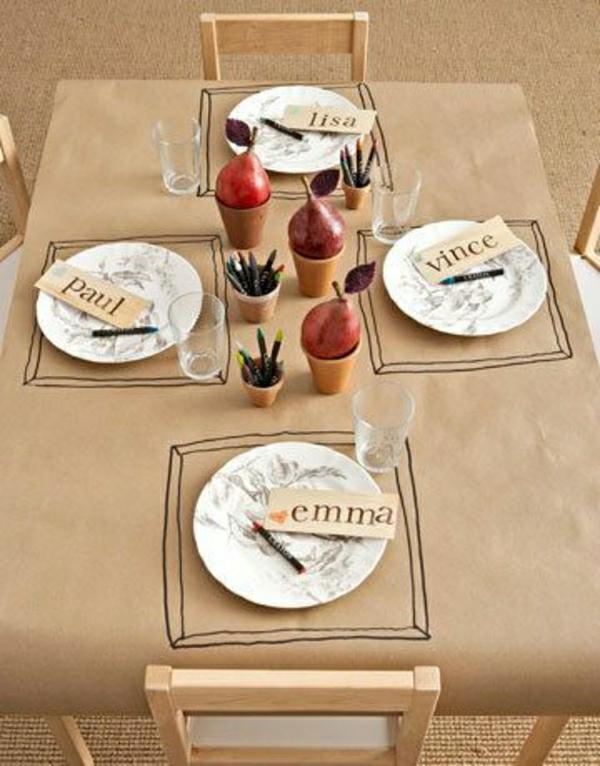 nappe-papier-de-table-idée-originale-inspiration-table-chaises-en-bois