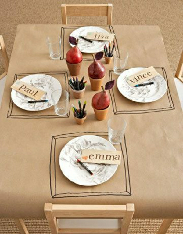 nappe-papier-de-table-idée-originale-inspiration-table-chaises-en-bois