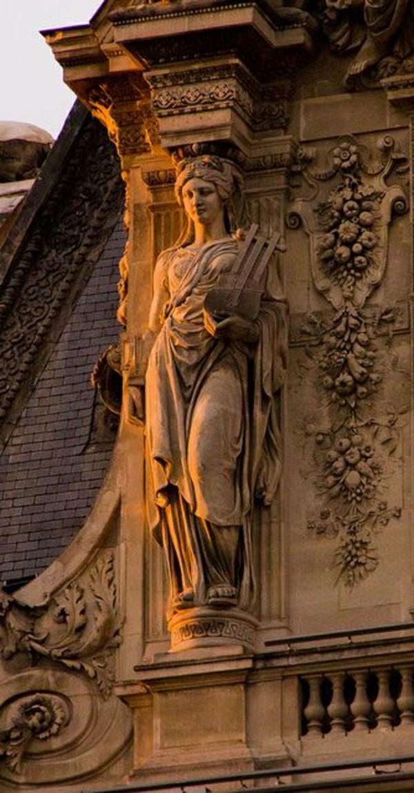 ornament-architecture-classique-extérieur-sclupture-femme-figure