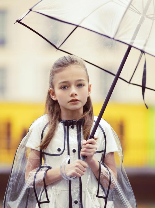 parapluie-transparent-petite-fille