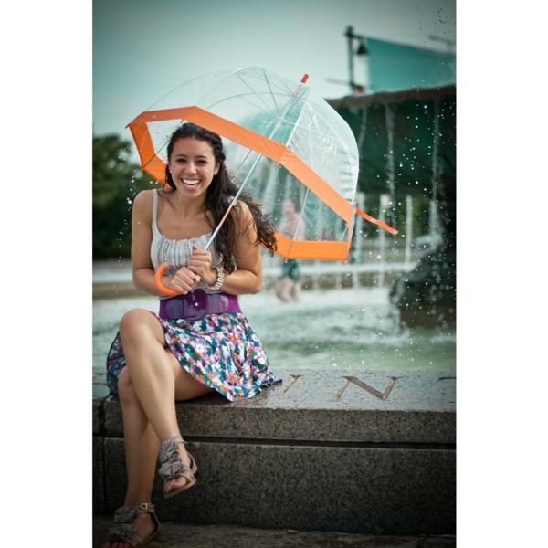 parapluie-transparent-une-bonne-humeur-avec-le-parapluie