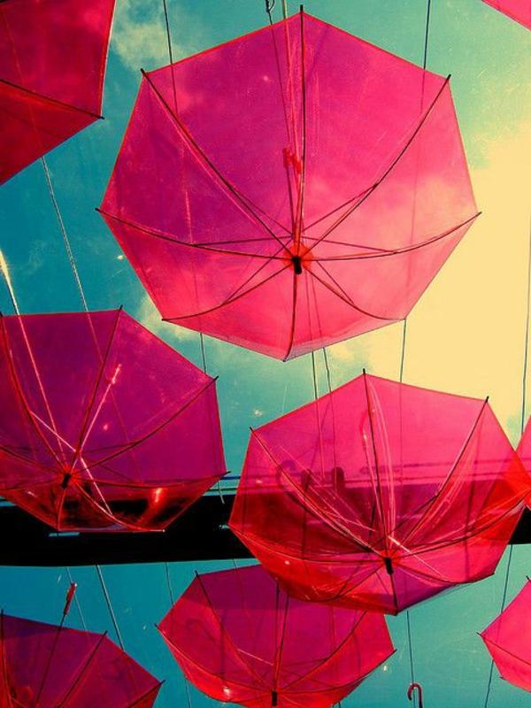 parapluie-transparent-une-pluie-de-parapluies