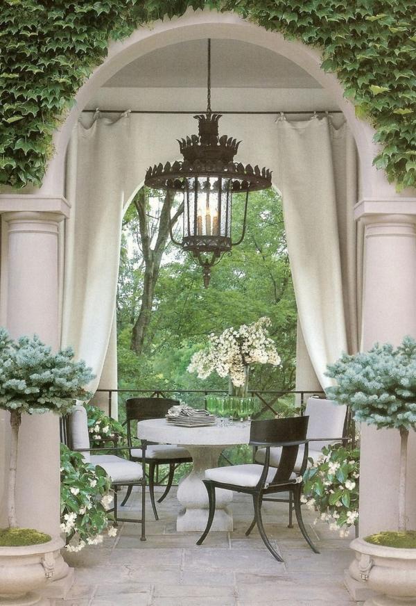 pavillon-de-jardin-en-pierre-fleurs-arbres-court-maison