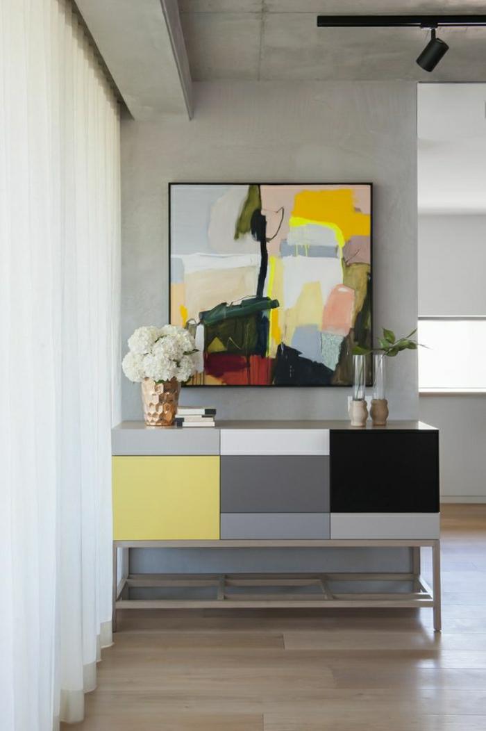 peintures-murales-colorés-meuble-d-appoint-coloré-jaune-gris-noir-fleurs