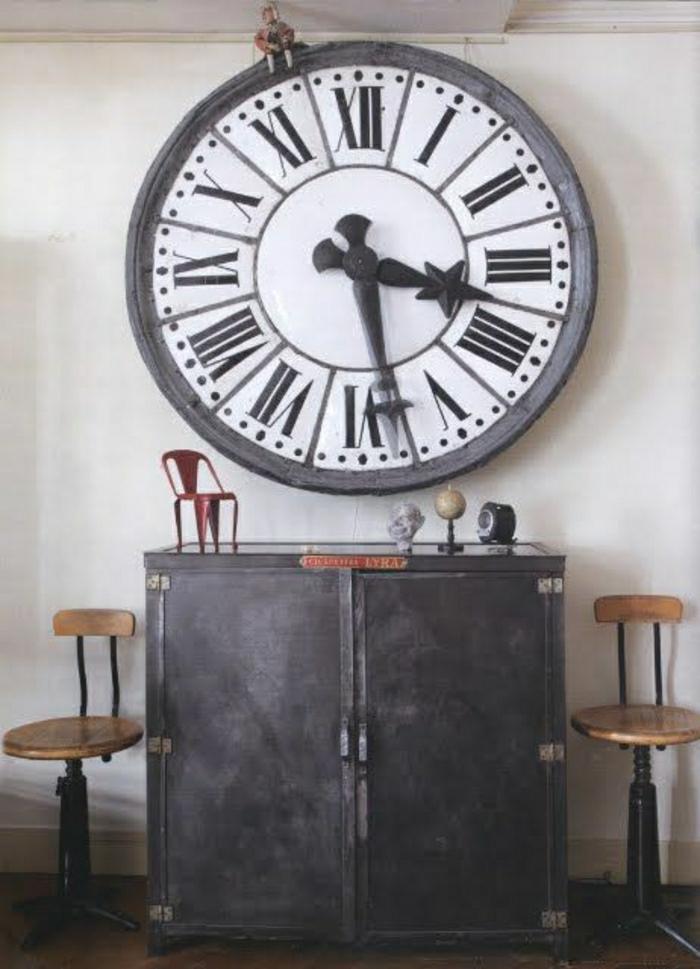 pendule-design-originale-élégante-mur-blanc-horloge-murale-style-rétro-chic