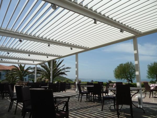 pergola-bioclimatique-construction-pour-votre-restaurant
