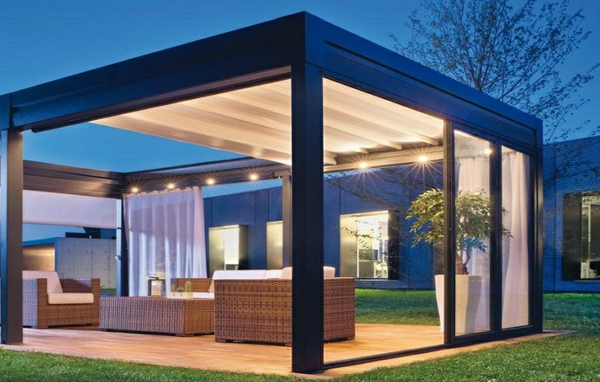 pergola-bioclimatique-ouverte-avec-toiture-avec-stores