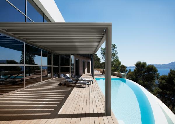 pergola-bioclimatique-piscine-blanche