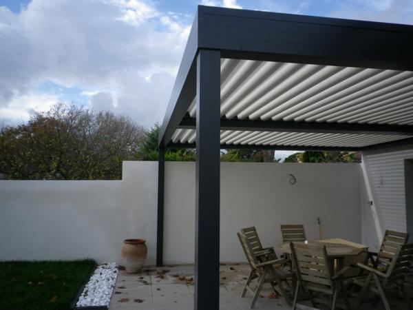 pergola-bioclimatique-pztite-tonnelle-pour-le-jardin