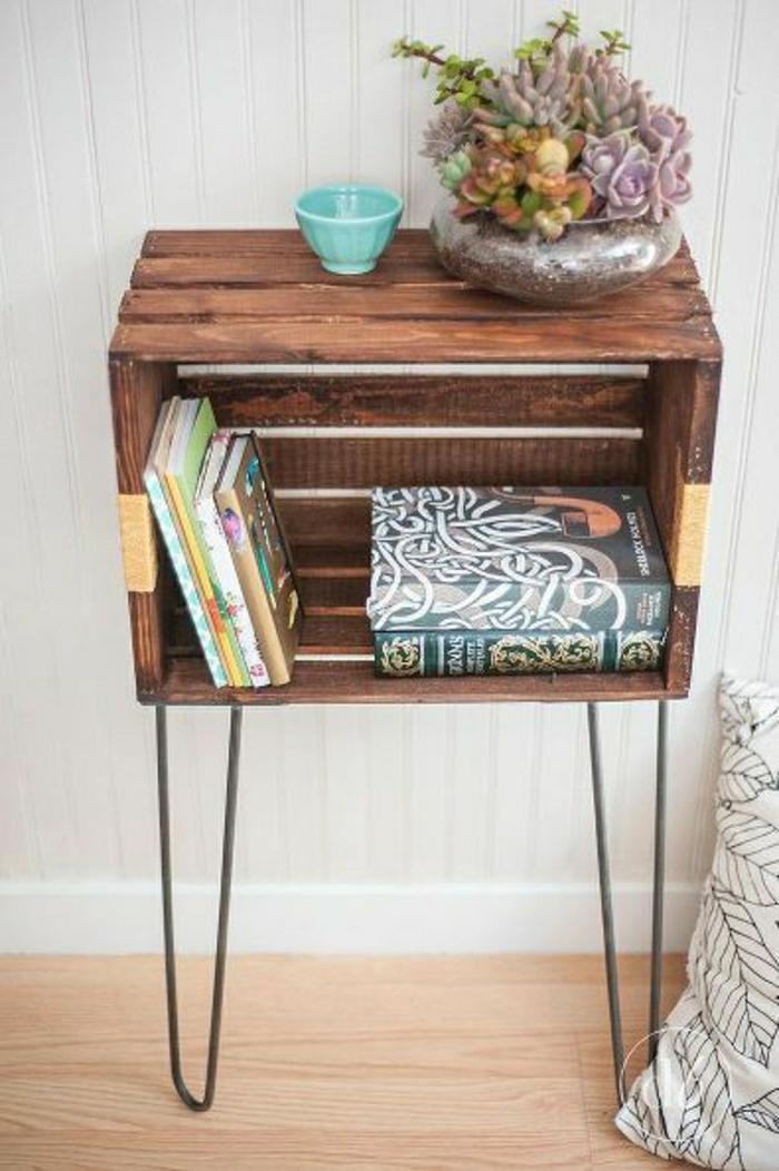 petit-meuble-entrée-meuble-en-bois-livres-fleur-coussin