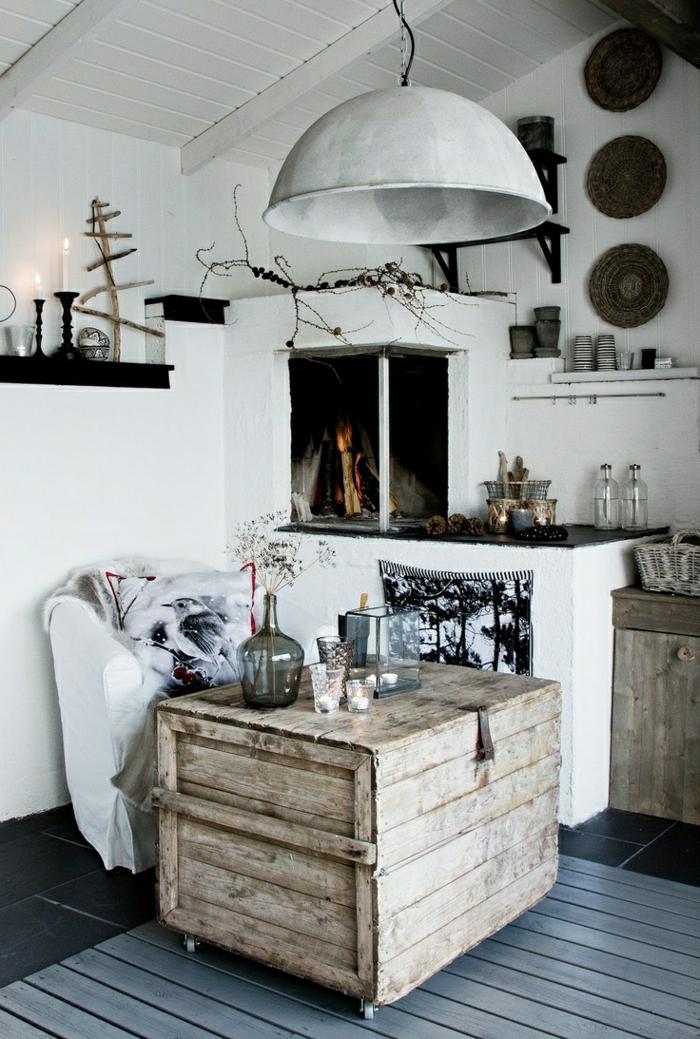 petit-table-d-appoint-en-bois-fleurs-salon-plancher-carrelage-cheminée