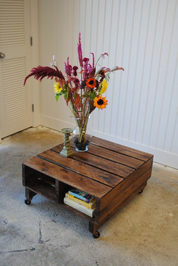 petite-table-basse-en-palette-fleurs