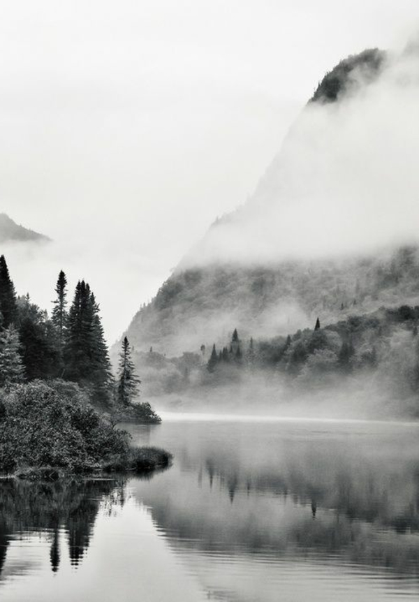 photo-la-nature-montagne-lac-en-noir-et-blanc-photographie-art