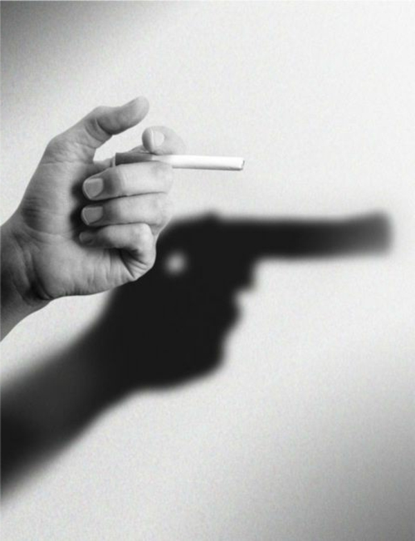 photo-mains-noir-et-blanc-photographie-artistique-cigare-qui-tue