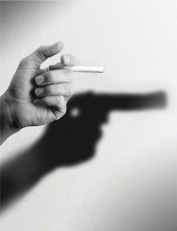 photo-mains-noir-et-blanc-photographie-artistique-cigare-qui-tue