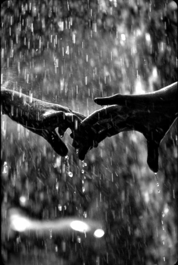 photo-mains-noir-et-blanc-photographie-artistique-pluie