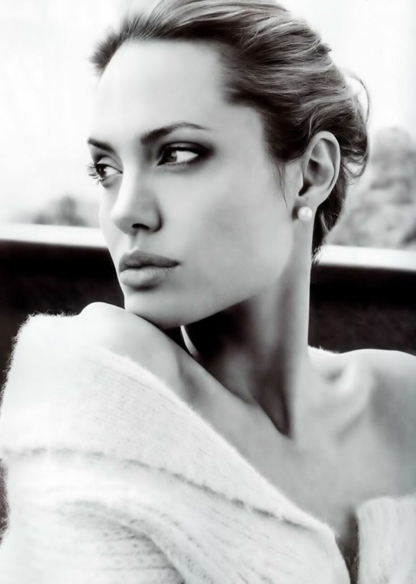 photographie-angelina-jolie-noir-et-blanc-portrait-star-photo-jolie