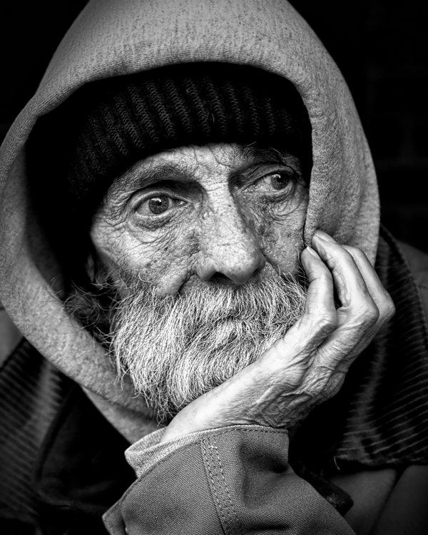 photographie-noir-et-blanc-portrait-homme-sans-domicile