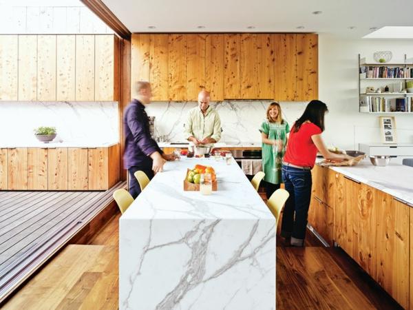 plan-de-travail-en-marbre-îlot-de-cuisine-en-marbre-intrieur-cosy-en-bois