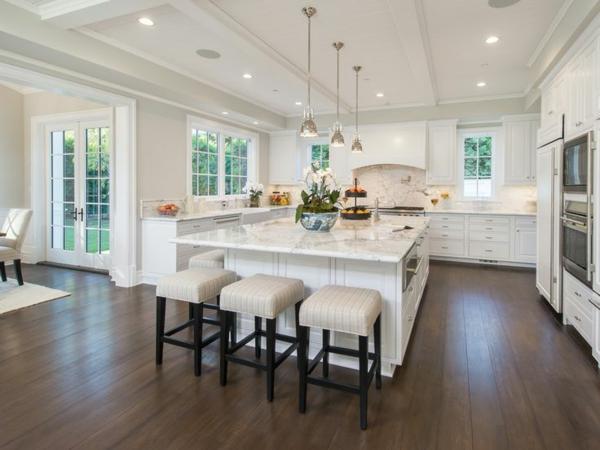Le plan de travail en marbre for Cuisine americaine blanche