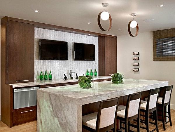 plan-de-travail-en-marbre-deux-tv-suspendus-dans-la-cuisine